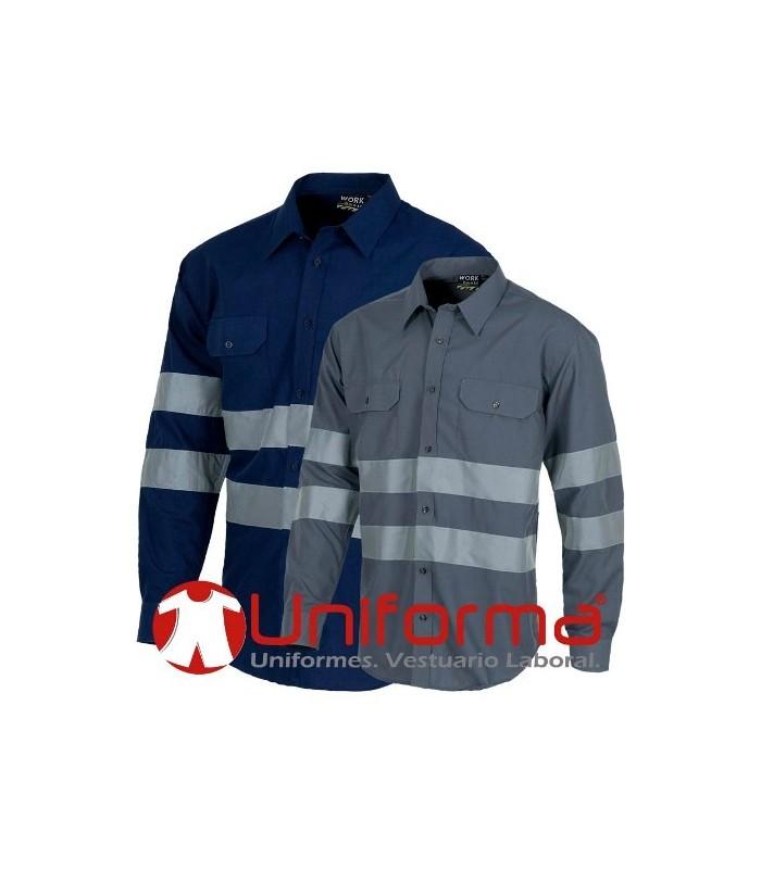 Camisa manga larga con cintas reflectantes.