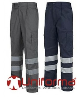 Multi-pocket work trousers with reflective stripes.