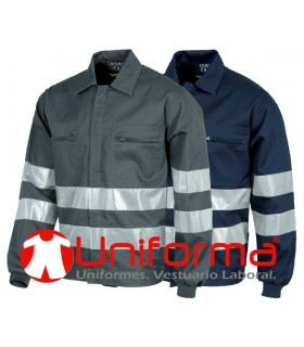 Cazadora con cintas refletcantes en uniforma