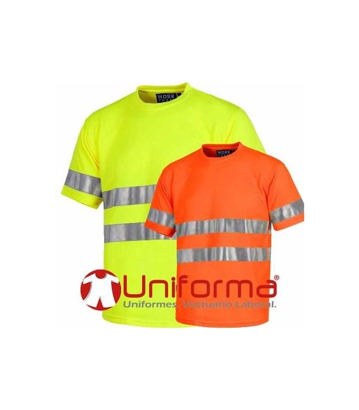 Camiseta de alta visibilidad con bandas reflectantes.