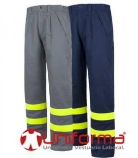 Pantalones ignífugos y antiestáticos con triple costura.