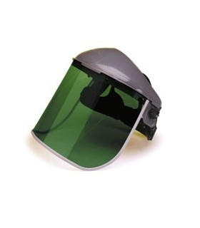Protector facial con visor verde.